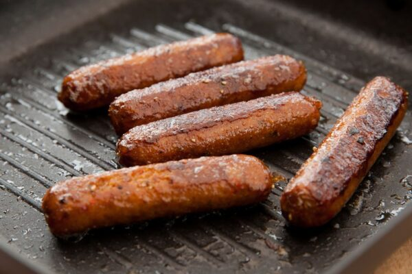 6 Lightly Spiced Meat Free Sausages 270g